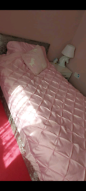 Single velvet crushed bed with mattress