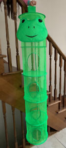 """Hanging Mesh Frog Organizer 5' tall x 12"""" wide - Great Condition"""