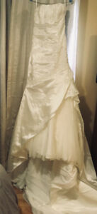 Stunning  wedding gown from Promessa Bridal. Size 8-10