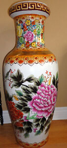 Collectible Chinese decorative tall vase planter pot  Excellent London Ontario image 2