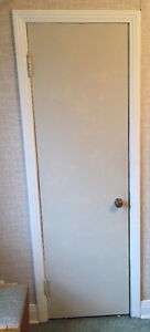 SOLID WOOD DOORS WITH HINDGES AND HANDLES