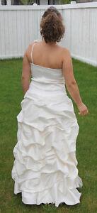 Beautiful ivery wedding dress