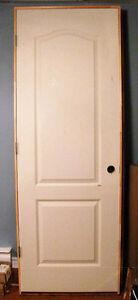 2 portes *neuves* en masonite avec cadres