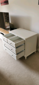Chest of drawers with soft closing doors