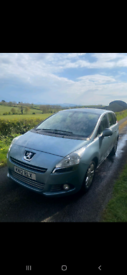 Peugeot 5008 people carrier