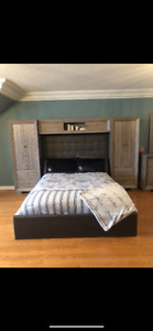 LARGE BEDSET WITH DRESSER AND MIRROR! MINT CONDITION!