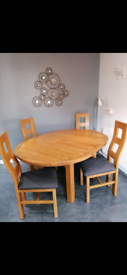 Solid Oak Extending Dining table & 4 chairs