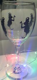 Wine glass grinch theme.