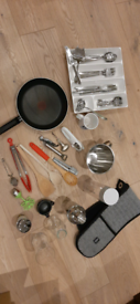 Assortment of kitchen items