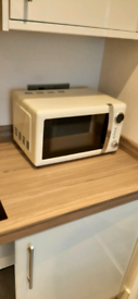 Cream 20l microwave in excellent condition
