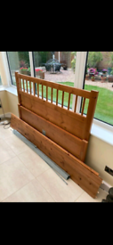 Beautiful disgin double bed frame in great condition