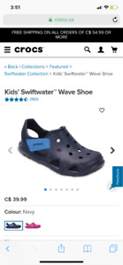 ⭐️New ⭐️Crocs Kid's Swiftwater Wave Slip-On, navy, size 6