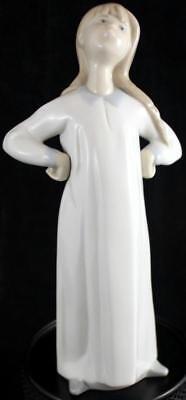 Lladro Figur Kinder in Nachthemden Mädchen Ausstrecken L4872G Guter Zustand