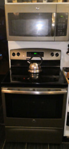 Used GE Self cleaning range/oven