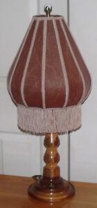 Lampe de 27 pouces de hauteur avec de belles couleurs