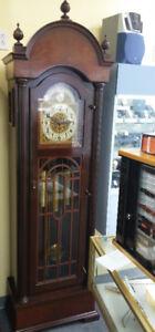 Magnifique horloge grand-père en bois solide à vendre