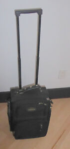 Small carry-on suitcase Kitchener / Waterloo Kitchener Area image 1