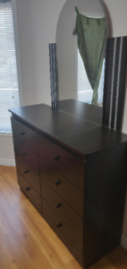8-Drawer Dresser with Mirror - used only for 3 weeks