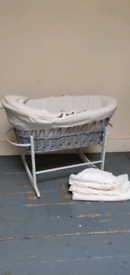 KinderValley Moses Basket and Rocking stand