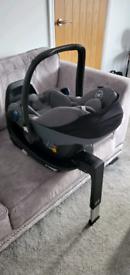 Maxi Cosi Pebble Pro i-size car seat and ISOFIX base - as new