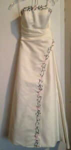 Ivory Wedding Gown, size 5-7