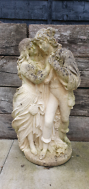 Garden statue lovers / man and woman