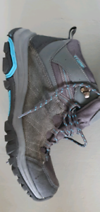 Womens hiking boots size 8-9