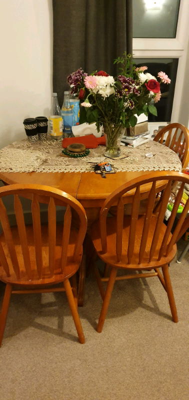 Solid wood Round Extendable Dining table and 4 chairs   in ...