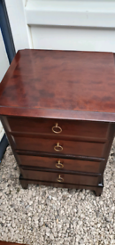 Stag minstrel 4 drawer chest / bedsides