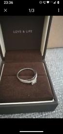 BEAUTIFUL ERNEST JONES 9CT WHITE GOLD .33CT DIAMOND ENGAGEMENT RING EX