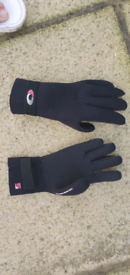 Ospray wetsuit gloves 5mm with velcro wristrap ( small)