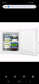 Zanussi ZFX31401WA Freezer, White,Reversible Door Opening, 30L, 3kg