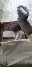 Ugg Mini Bailey Bow II (Brand new, unworn size 6UK)