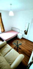 Large Double room in East London, furnished, 3mins from station