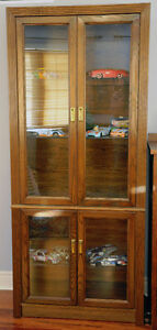Beautiful Oak Veneer Display Cabinet 1980's vintage