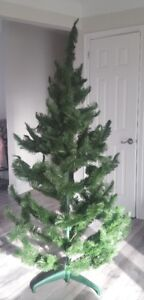 Beautiful Christmas 6.5ft tree ONLY $49 BUY NOW excellent deal