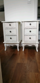 VINTAGE STYLE BEDSIDE DRAWERS / TABLE