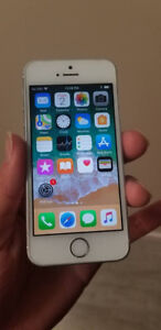 White Iphone 5S 32 GB UNLOCKED - $120 FIRM