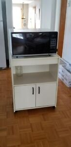 Panasonic Microwave and Shelf Stand Four micron ondes et cabinet