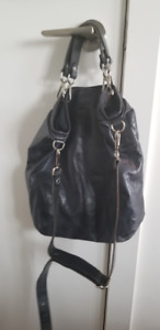 M0851 Cosmopolitan Bag - Navy Blue (use less than 10 times)