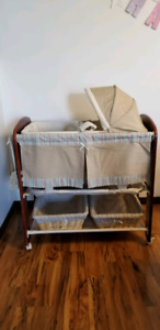 3-in-1 Bassinet in very good condition