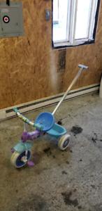 Velo tricycle avec poignée