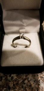 Ladies diamond ring/Holidays present
