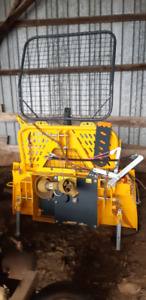 3 POINT HITCH SKIDDING WINCH - LIKE NEW CONDITION