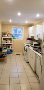 Renovated student house, 5 min walk to Mohawk College