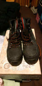 Men's Size 10 steel toe boots, like new condition