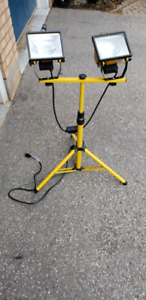 TRIPOD WORK LIGHT STAND CONSTRUCTION HOCKEY RINK