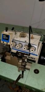 Machine a coudre/sewing machine Overlock JUKI 2500 SERIES 500$