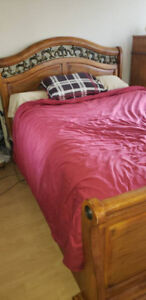 Bed set - wooden - queen size - $520
