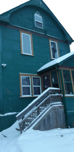 William Whyte Area 5 bedroom house!